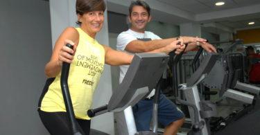 Ancora una sessione di allenamento per la rubrica la palestra a casa tua con il personal trainer Fausto Impara per rassodare addominali e cosce e glutei